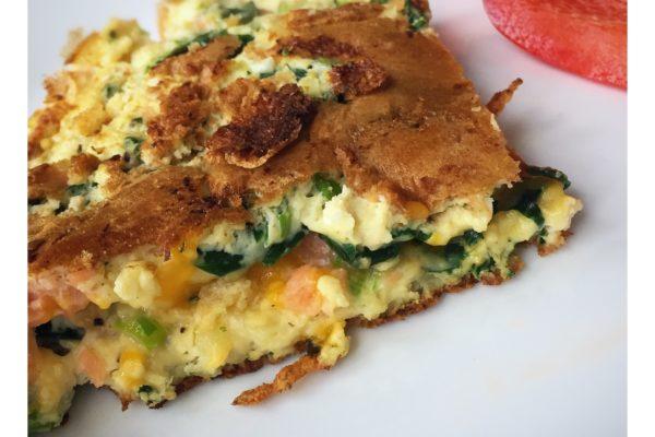 Omelet med røget laks og frisk spinat