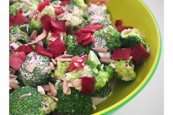 Den absolut nemmeste broccolisalat