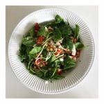 Lækker salat med kikærter og babyspinat 3