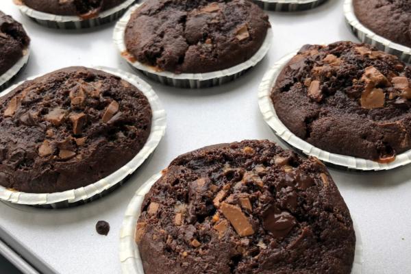 Svampede chokolademuffins